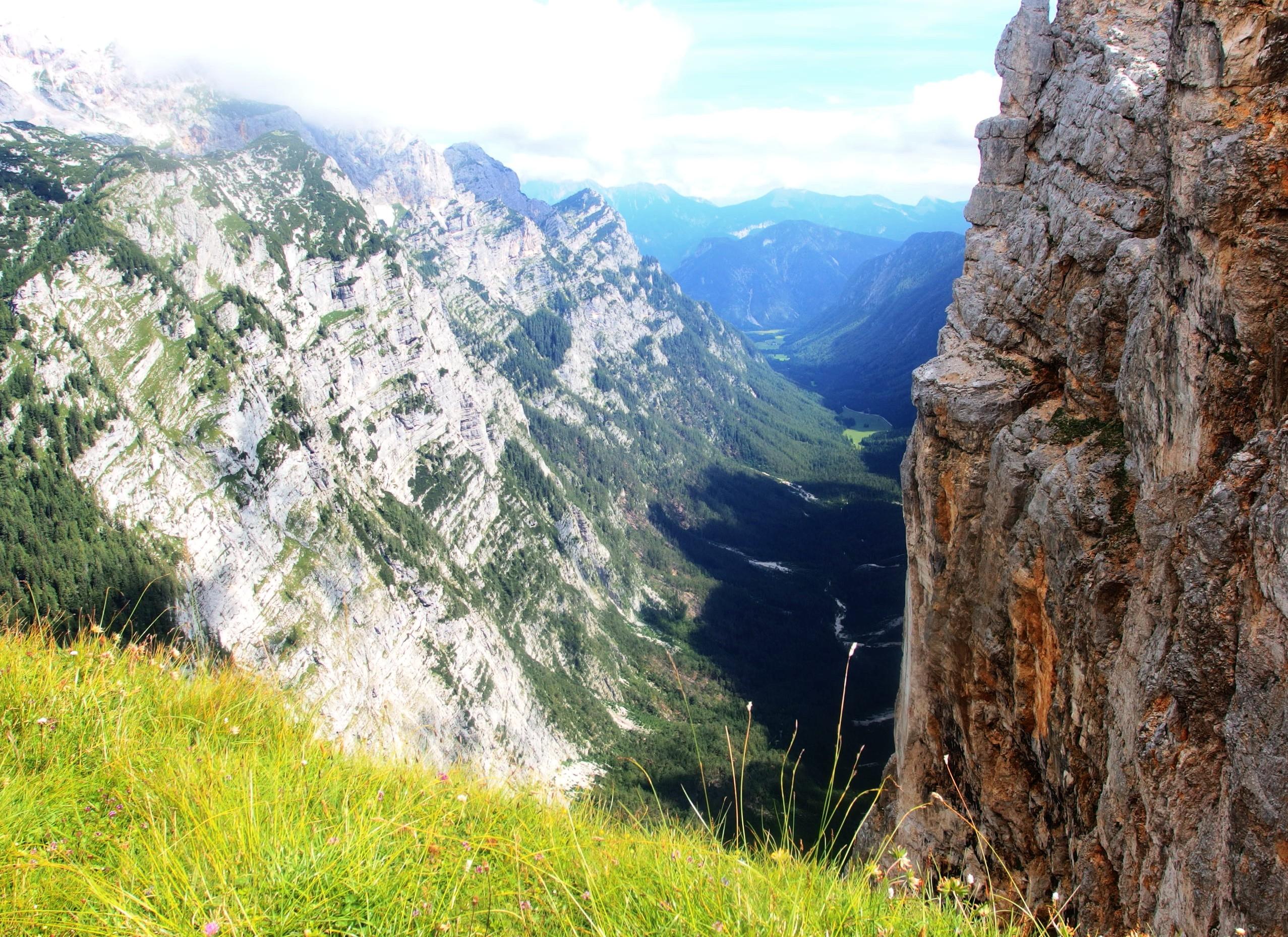 hluboké údolí